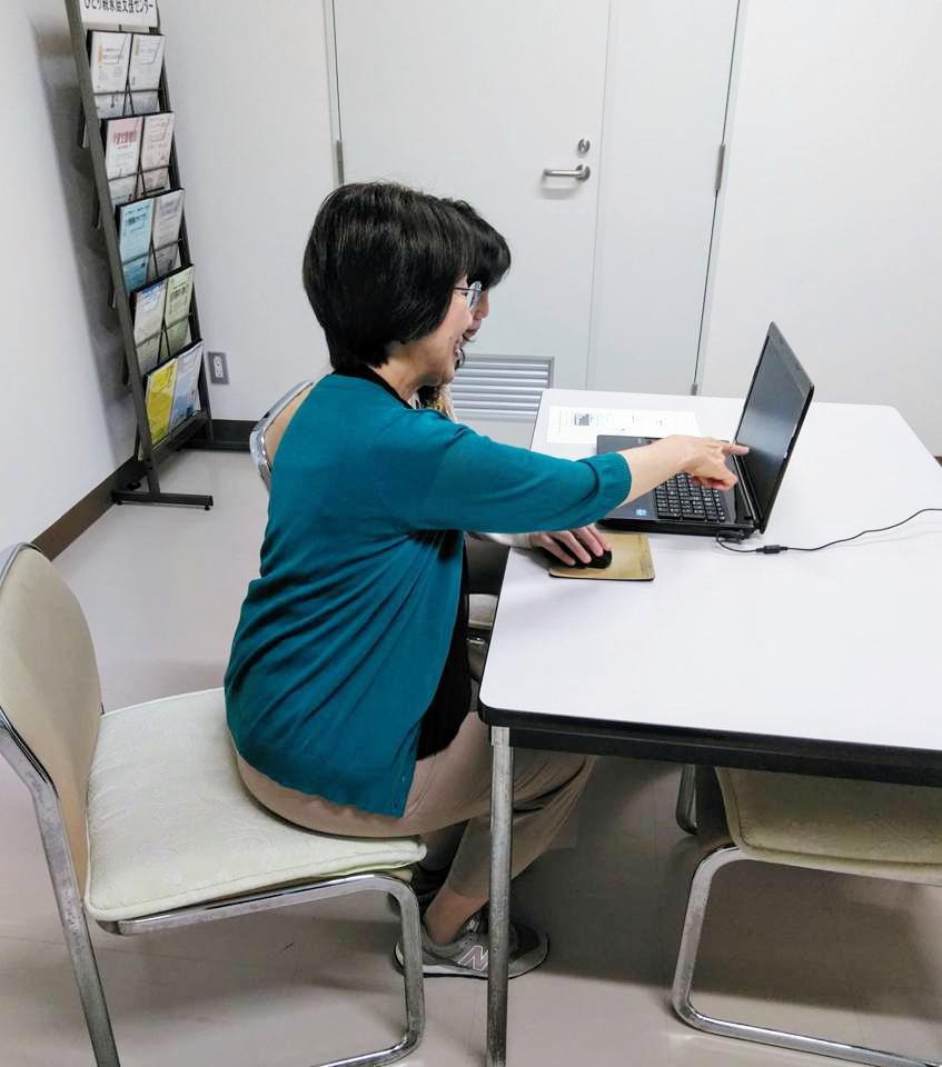 「初心者向け マンツーマンパソコン講座」を事前予約制で開講します。講座内容は、Word、Excel、PowerPoint です。
