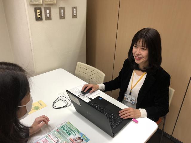 キャリアアドバイザーが仕事に関する相談(子育てと仕事の両立・資格・自分にあった仕事は何か・履歴書や職務経歴書の書き方等)にのります。就業に繋がるように、ハローワークとの連携もきめ細かく対応しています。